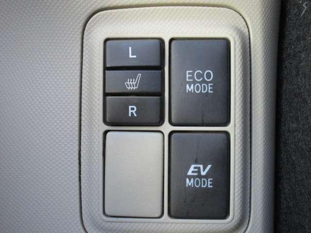ECO→モーターとエンジンを併用するHV運転で燃費を意識。EV→エンジンを使わずモーターのみで走行するモードです。