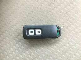 スマートキー装備!カバンにカギを入れたままでも、ドアロックの開閉・エンジン始動が可能です!