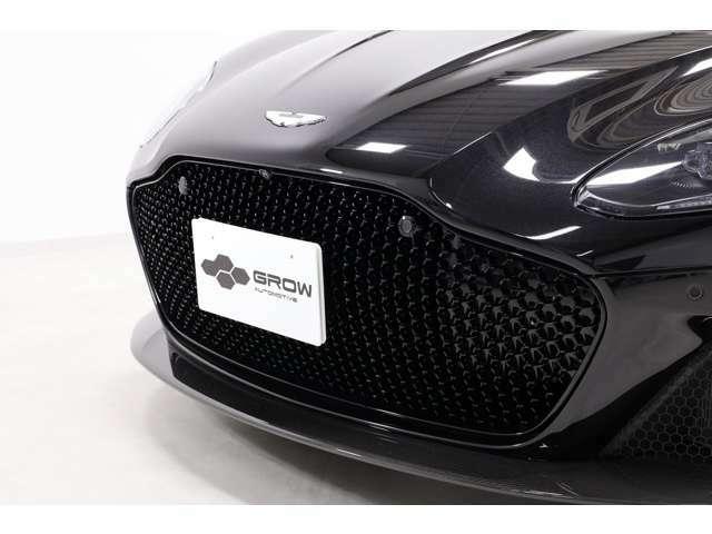 動力性能に関しては、0-100km/h加速は3.4秒、MAX速度は340km/hと公表されております。