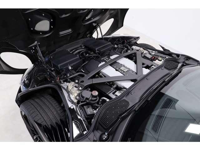 5200ccV型12気筒ツインターボエンジンが、725PS・900N・mを発揮します(メーカーカタログ値参照)