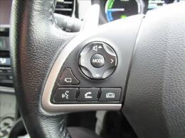 【ステアリングスイッチ】を装備しております。オーディオ操作をハンドルで行うことが可能です。