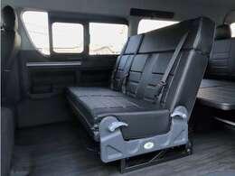 当社オリジナル内装架装Ver2の入庫です!3名掛けリクライニングシート搭載!