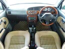 ジーノといえばウッドの内装ではないでしょうか?人気のウッドハンドルに木目の内装!軽自動車とは思えない豪華な質感です!