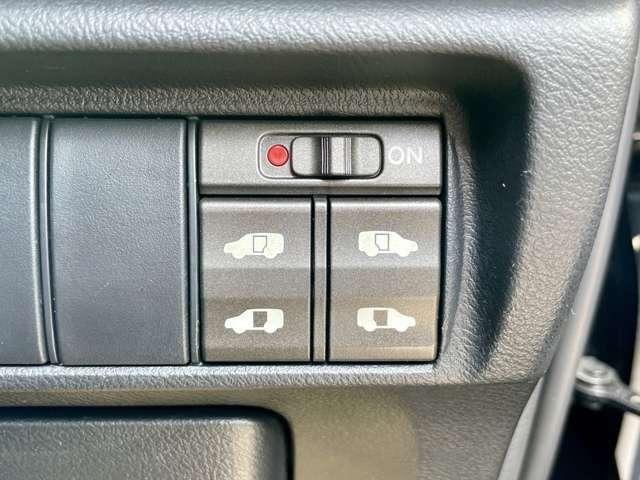 両側電動スライドドアは運転席からも操作できます!