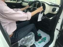 前席のヒップポイントを高めに設定してあるので、見やすくて運転しやすいです♪