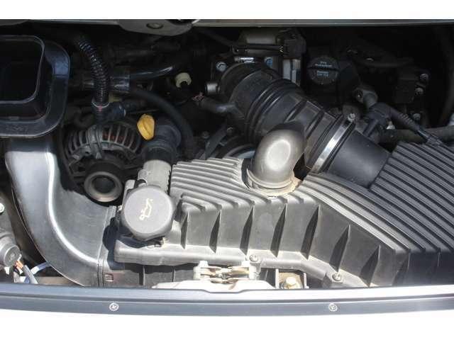 エンジンは水冷水平対向6気筒3.6Lです。出力は320PS(カタログ値)です。お問い合わせは全国フリーダイヤル0066-97110-94846までお気軽にお問い合わせください。