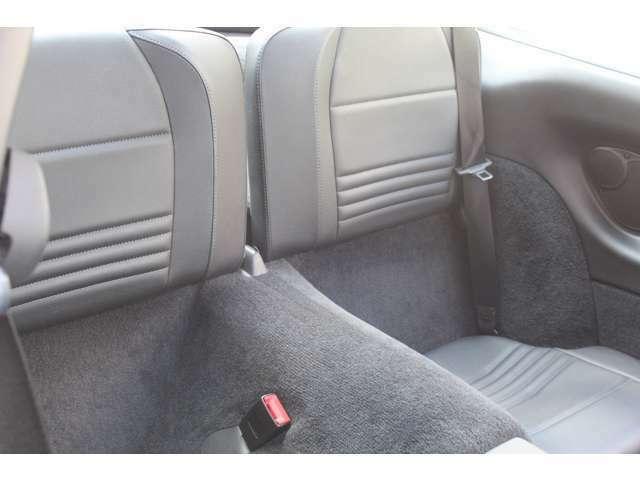 リアシートもブラックレザーシートです。前後共に使用感等少なくとても綺麗なお車です。禁煙車となります。お問い合わせは全国フリーダイヤル0066-97110-94846までお気軽にお問い合わせください。