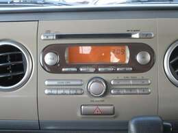 CDやラジオなど聴くことができる純正オーディオ装備しております♪