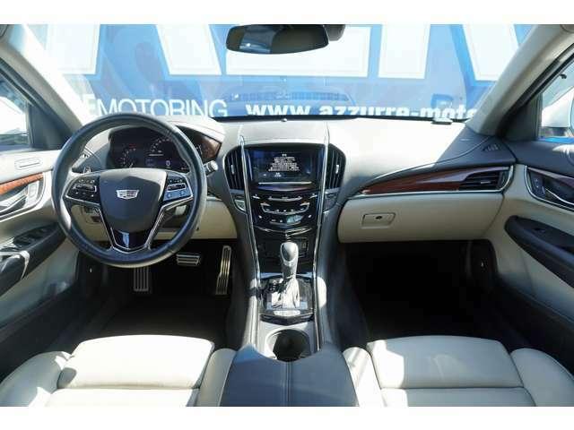 レーンアシストスイッチ 駐車支援システム 10スピーカー トラクションコントロールスイッチ クルーズコントロール ステアリングヒーター シートヒーター ドアミラー追越センサーなど装備は充実しています!