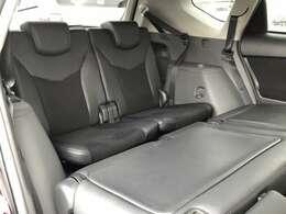 3列シートの7人乗りのタイプです。後部座席は使用しない時には前に倒してラゲージスペースとしても使用できます