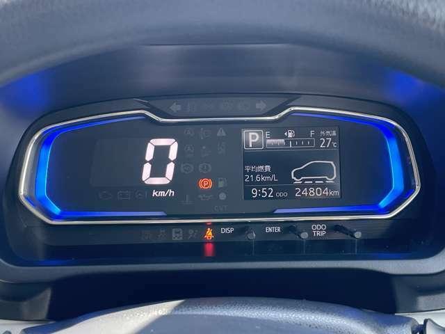 マルチインフォメーションディスプレイ付きのメーターです。走行距離はまだ25000キロ弱。コンパクトなので燃費も〇です。