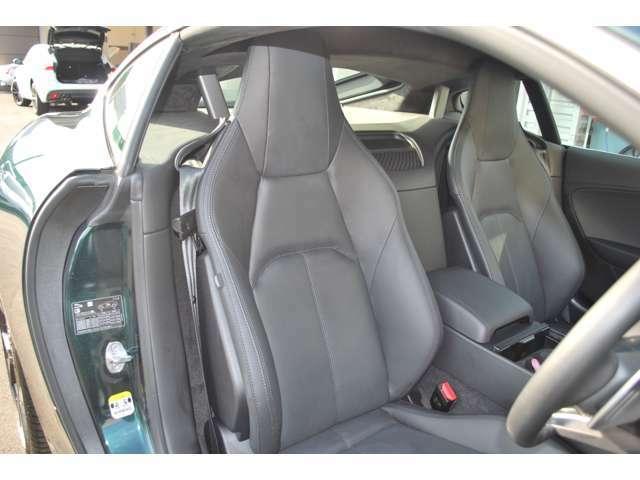 上質な乗り心地と快適なくつろぎをご提供するレザーシート 素材にもこだわった車です。