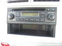 1DINサイズの三菱純正CD&AM/FMチューナーが付いております。