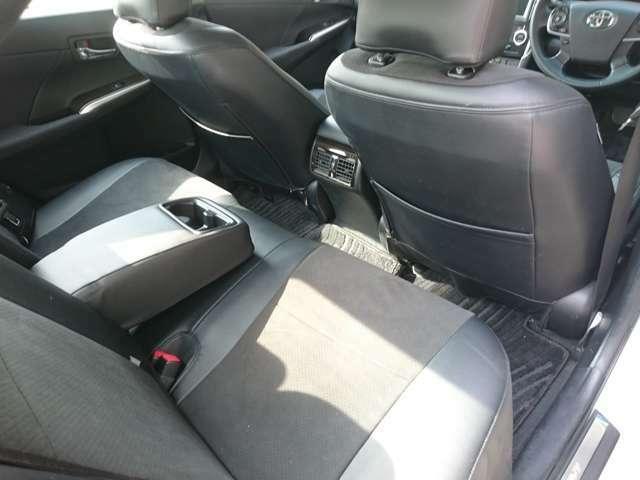 ゆったり座れる後部座席♪快適なドライブをお楽しみいただけます!