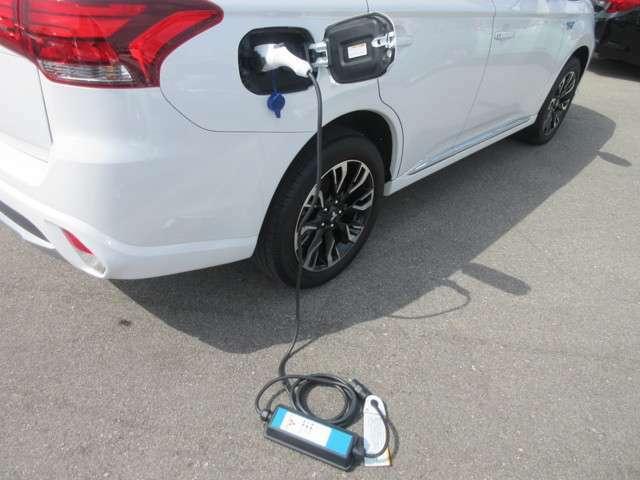 プラグインハイブリッド電気自動車☆主に電力で走行します!燃料は電気とガソリンです☆