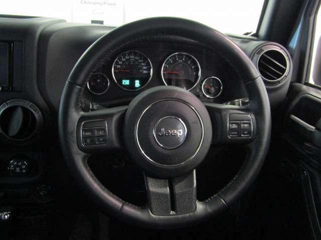 レザーハンドルは握りやすく、運転もしやすくなっております。