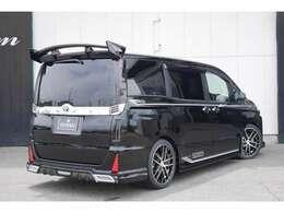 新車販売となりますので、メーカー保証通常3年60,000KMまで、及び特別保証範囲5年100,000KMの保証対応となります。ご納車後も、最寄のディーラーさんにて点検入庫も可能です。