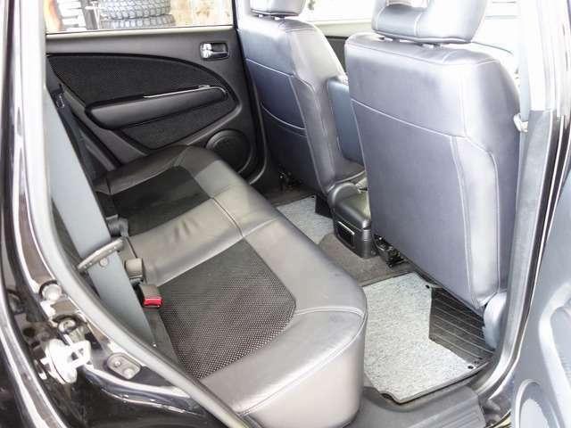 後部座席もゆったり快適です!!ロングドライブもラクラク♪
