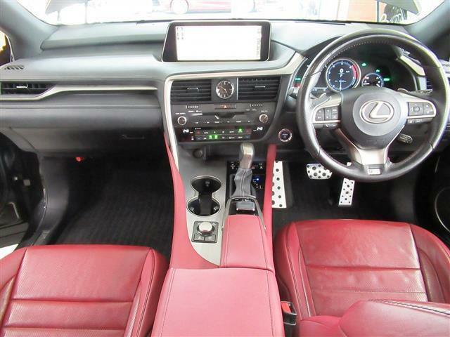 4WD・本革シート・パノラマサンルーフ・パノラミックモニター・プリクラッシュS・全車速レーダークルーズC・LKA・BSM・HUD・シートエアコン・全席パワーシート・電動ハッチバック・20AW・LED