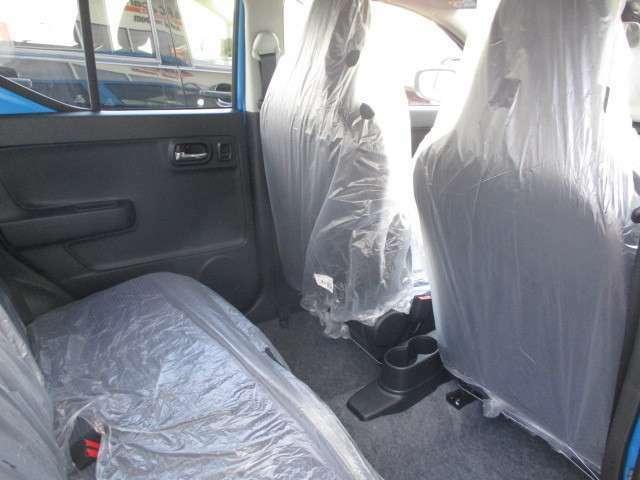 後部座席も当然、綺麗・清潔に仕上げております。内装の綺麗なお車は気持ち良いですよね。