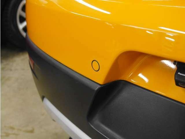 「コーナーセンサー」 車の周りにぶつかりそうなものがあると知らせてくれます!