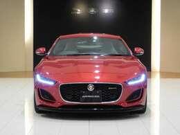 ジャガーの掲げるコンセプト「The Art of Performance」を体現するアイコン的存在。それが【Jaguar F-type】です。 2020モデルでは再度モダンにリファインされました。