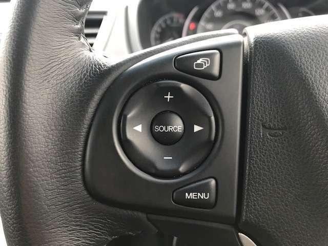 CVTでありながらマニュアル感覚のシフトチェンジがお楽しみいただけるパドルシフトがついております。ますます運転が楽しくなりますね!音量調節や楽曲の選択が可能なステアリングリモコンつきです。