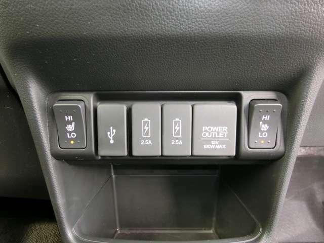 座面から身体をじんわりと温めてくれる、運転席&助手席シートヒーターは、2段階の温度調節が可能です