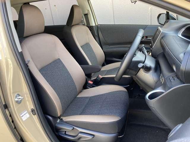 【1列目】大人二人が乗ってもフロント席は広々空間♪