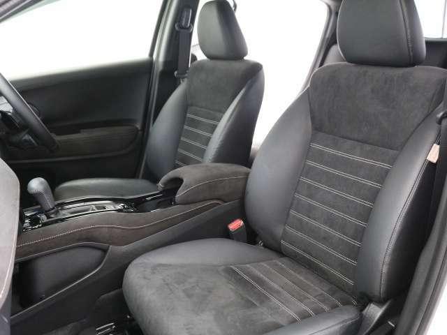 大きな座面と包み込むような背もたれが、ドライバーの身体をしっかり支えます。 さらに、上質なシート素材と座り心地のよいクッション。長時間の運転やコーナーの多い道も快適です