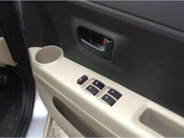 お客様へ気持ち良く新しいカーライフがスタートできます様に、全車内外装クリーニングを徹底的に実施しております。是非一度他社さんとお比べください!
