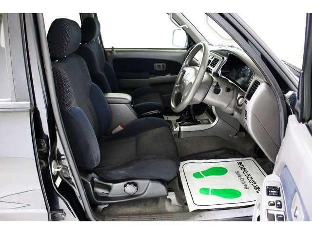 別途費用でレザー調シートカバー装着可能です☆★視界も広く車高が高いので運転もラクラク★