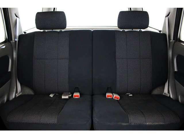 2列目シート付き☆★リアシートは成人男性でもゆったり座っていただける居住空間になります★