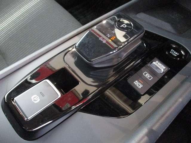 100%モータードライブが楽しめる「Normalモード」に加え、アクセルペダルだけで加減速できる「e-POWER Drive」を搭載☆