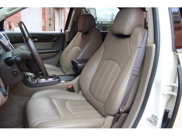 運転席・助手席はパワーシートになっており、シートヒーター&シートベンチレーションもお使い頂けます。