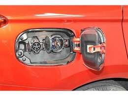 普通充電&急速充電にも対応!もちろん、外部充電なしでもエンジンで充電できるので安心です!