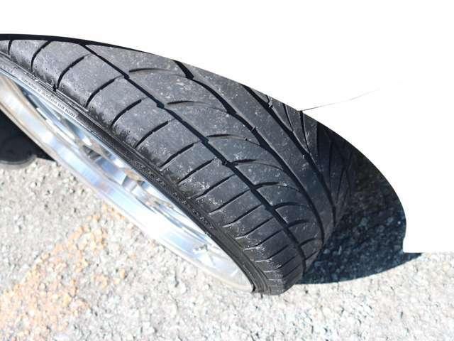 タイヤの溝もまだ十分に残っています。