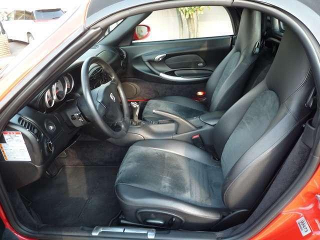 運転席を含め内装の状態も良好です♪