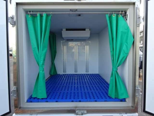 菱重製冷凍機 -30℃℃設定 2コンプレッサー、キーレス、フロアマット、ドアバイザー、保冷カーテン、スノコ、Wエアバッグ、ABS、フロントスタビライザー、リア強化サス 100mm断熱箱