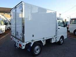RCC追加装備:フロアマット、ドアバイザー、シガーライターボデー:東洋ブラザー工業製(型式:MLT-L1)断熱:オール100mm(ドアのみ75mm