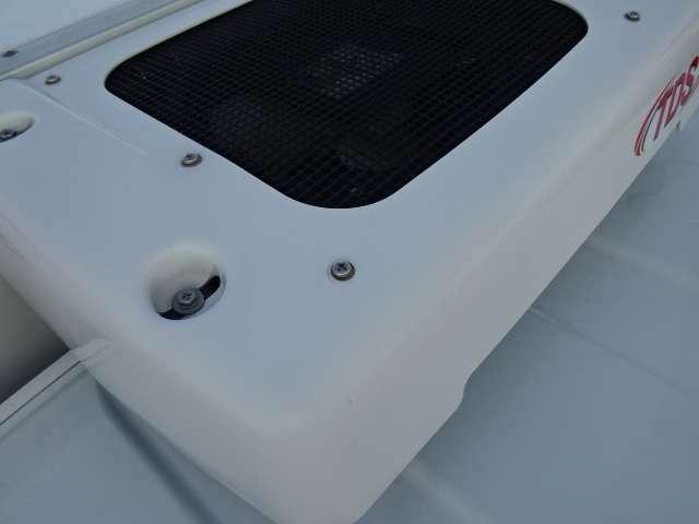 コンデンサーはルーフトップ式でルーフトップ式で空気取り入れ効率をUPしてます