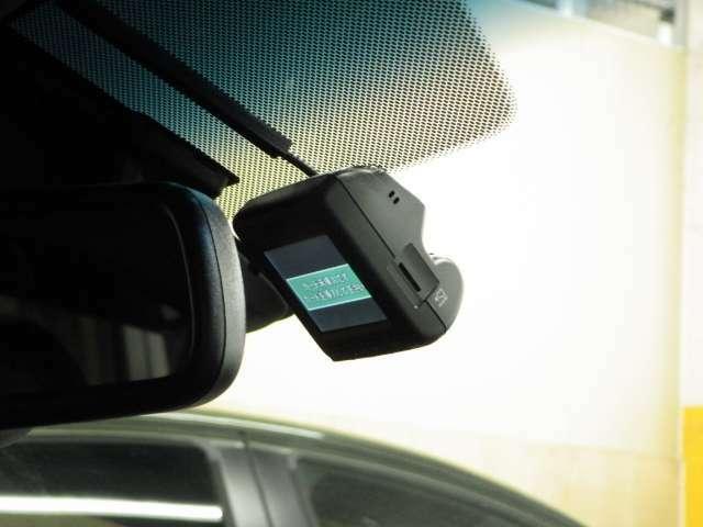 【純正ドライブレコーダー】純正ドラレコを装備しております!万が一の場合でも、ドライブレコーダーがその瞬間の映像を記録しています!楽しいお出かけの風景なども録画してくれます♪