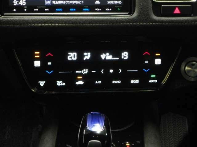 【シートヒーター】運転席、助手席にはシートヒーターが装備されております。冬場寒い時期や、夏場でも車内のエアコンが苦手な方には嬉しい装備です!