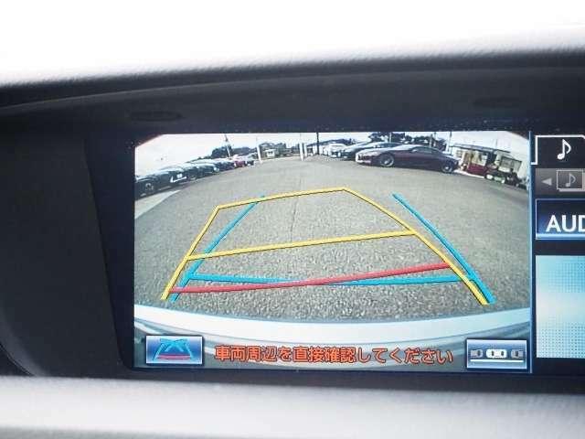 バックモニターつきですから車庫入れもラクになりますね。とても便利でうれしい安全装備です。