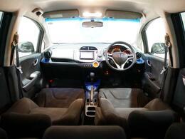 低床ボディに設計され、コーナーワークの安定性も向上しています