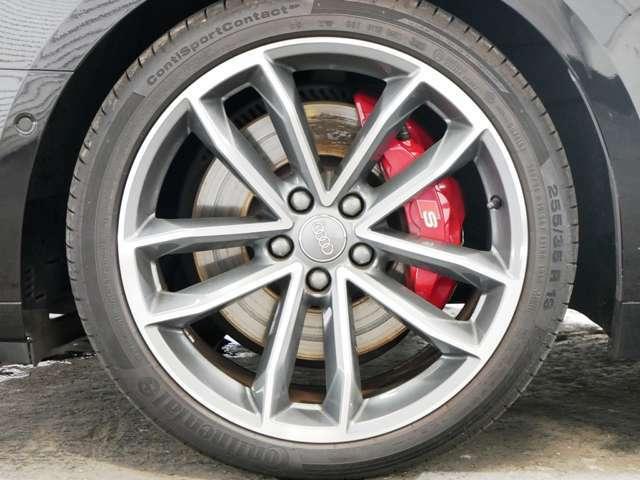 5スポークSデザインコントラストグレーポリッシュト19インチアルミホイール☆関東最大級のAudi・VW専門店!豊富な専門知識・経験で納車後もサポートさせていただきます☆