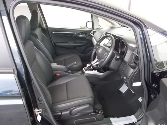 フィット感のあるシート。しっかりと支えてくれるので、長時間の運転を快適にサポートしてくれます。