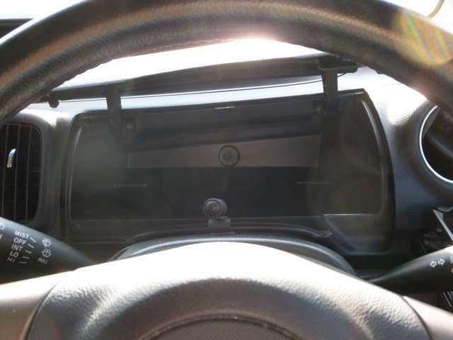 運転席正面にも収納ボックス!