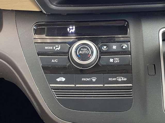 オートエアコンを搭載しているので快適な温度へ自動で調節してくれるのでとても便利ですよ!