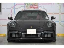 ◆「911ターボS」は、大型のターボとピエゾインジェクターを備える3.8リッター水平対向6気筒エンジンを搭載し、高馬力に達します◆